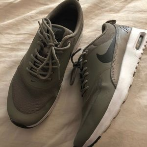 Gray Nike air max thea size 6.5